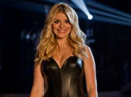 PHOTO: Holly Willoughby Gets Busty On The Voice Final