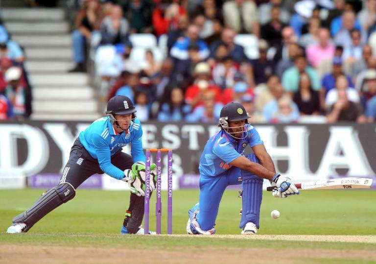 India's Virat Kohli (R) plays a shot as England's Jos Butler keeps wicket during the third one-day international in Nottingham on August 30, 2014 (AFP Photo/Olly Greenwood)