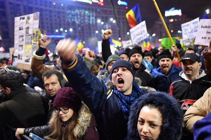Romanian government attempts to water down anti-corruption legislation sparked protests, but also unleashed a wave of truth-stretching reports by pro-government broadcasters (AFP Photo/DANIEL MIHAILESCU)