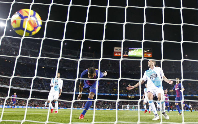 FC Barcelona's Paulinho, second left, scores during the Spanish La Liga soccer match between FC Barcelona and Deportivo Coruna at the Camp Nou stadium in Barcelona, Spain, Sunday, Dec. 17, 2017. (AP Photo/Manu Fernandez)