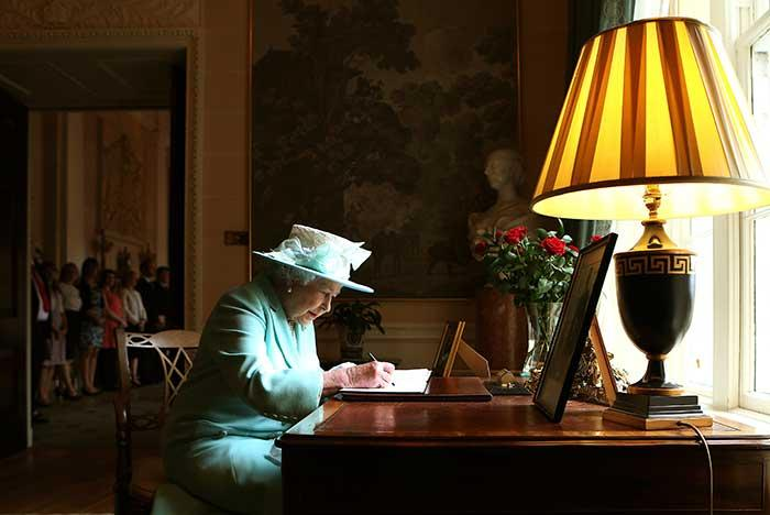 the-queen-house-desk