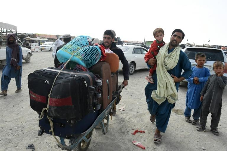 Pakistani people return from Afghanistan after crossing the border point in Pakistan's town of Chaman