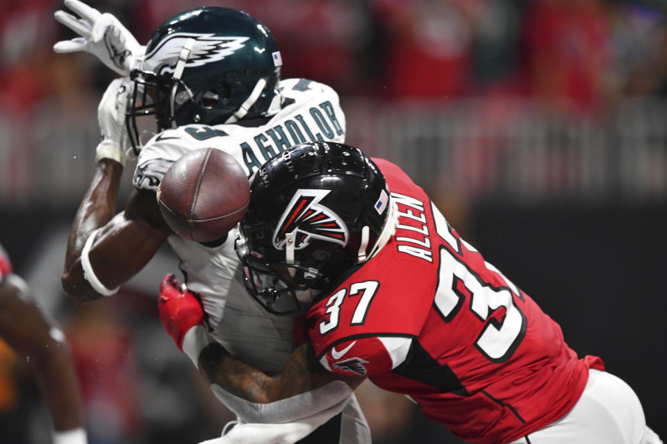 Nelson Agholor and the Eagles' receivers have had a case of the drops this season. (AP)
