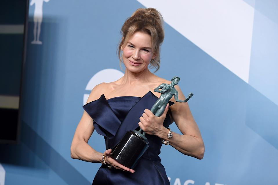 "Renee Zellweger poses in the press room with her award for ""Judy"" at the 26th annual Screen Actors Guild Awards."