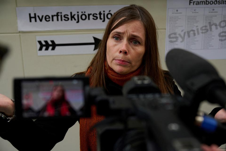 Iceland's Prime minister Katrín Jakobsdottir and top candidate of the Left Green Movement speaks to the media at a polling station in Iceland's capital Reykjavik on September 25, 2021, during the country's parliamentary elections to elect members of the Althing. / AFP / Halldor KOLBEINS