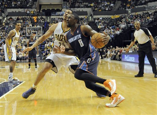 Charlotte Bobcats guard Ben Gordon (8) drives to the basket around Indiana Pacers forward Gerald Green (25) in the first half of an NBA basketball game in Indianapolis, Wednesday, Feb. 13, 2013. (AP Photo/ Alan Petersime)