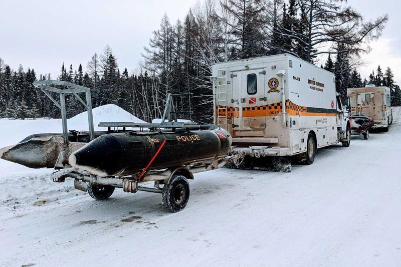 One dead, five tourists missing after snowmobiles break through ice in Quebec