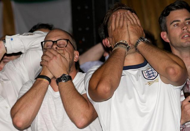 England's fans react as they watch their FIFA World Cup Group D match against Uruguay, from a pub in London, on June 19, 2014 (AFP Photo/Andrew Cowie)