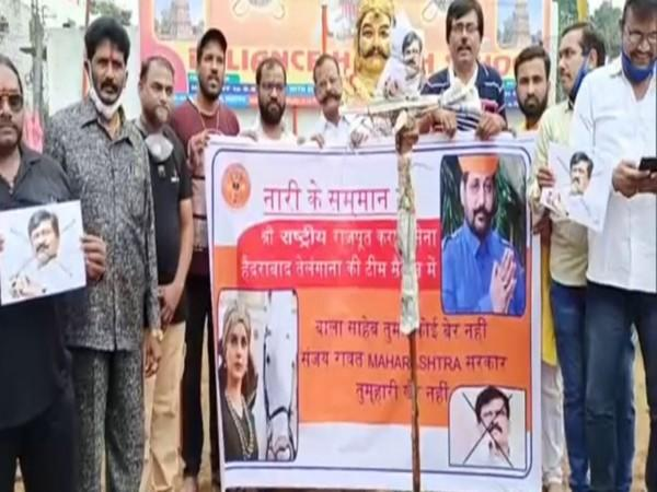 During their protests, they also burnt Shiv Sena MP Sanjay Rawat's effigy for making controversial remarks against Ranaut. (Photo: ANI)