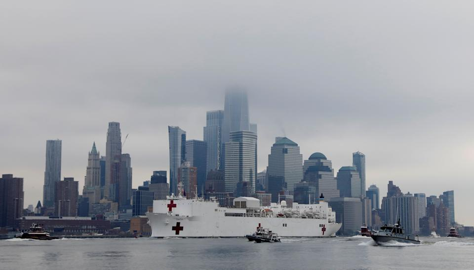 <strong>The USNS Comfort passes Manhattan as it enters New York Harbour on Monday.</strong> (Photo: Brendan McDermid / Reuters)