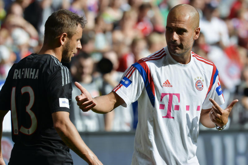 Bayern Munich's coach Pep Guardiola (R) talks to defender Rafinha (L) during a training session at the Allianz Arena stadium in Munich, southern Germany, on August 9, 2014 (AFP Photo/Guenter Schiffmann)
