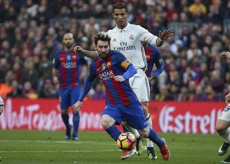 "Football Soccer - Barcelona v Real Madrid - Spanish La Liga Santander- Nou Camp Stadium, Barcelona, Spain - 3/12/16. Real Madrid's Cristiano Ronaldo and Barcelona's Lionel Messi in action during the ""Clasico"". REUTERS/Sergio Perez"