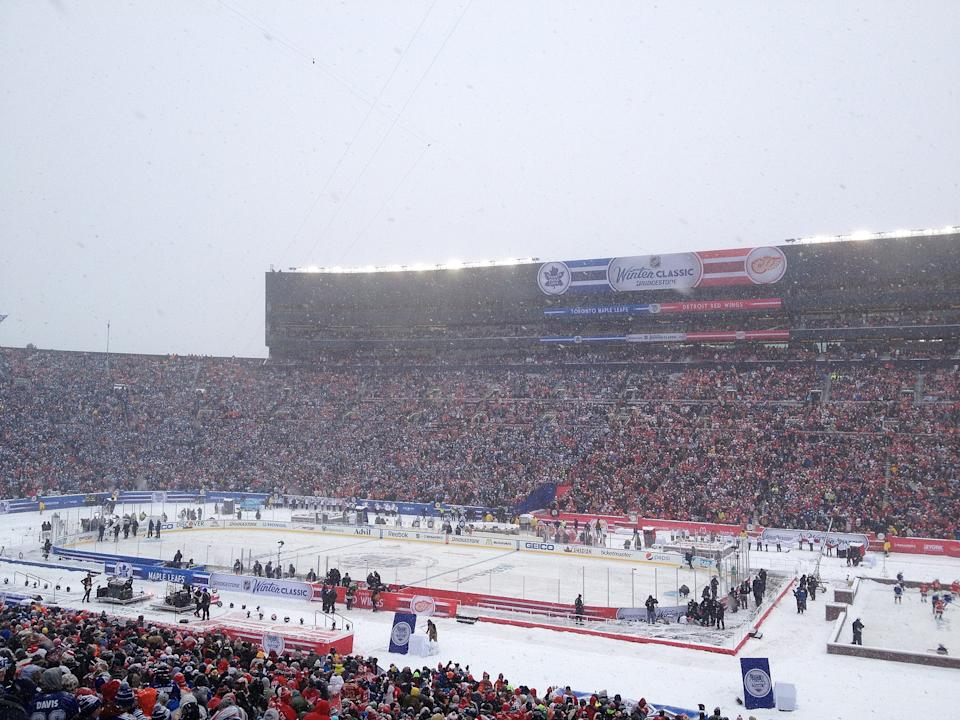 1920px-2014 NHL Winter Classic before puck drop