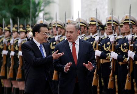 Israeli Prime Minister Benjamin Netanyahu (R) and China's Premier Li Keqiang attend a welcoming ceremony at the Great Hall of the People in Beijing, China March 20, 2017. REUTERS/Jason Lee