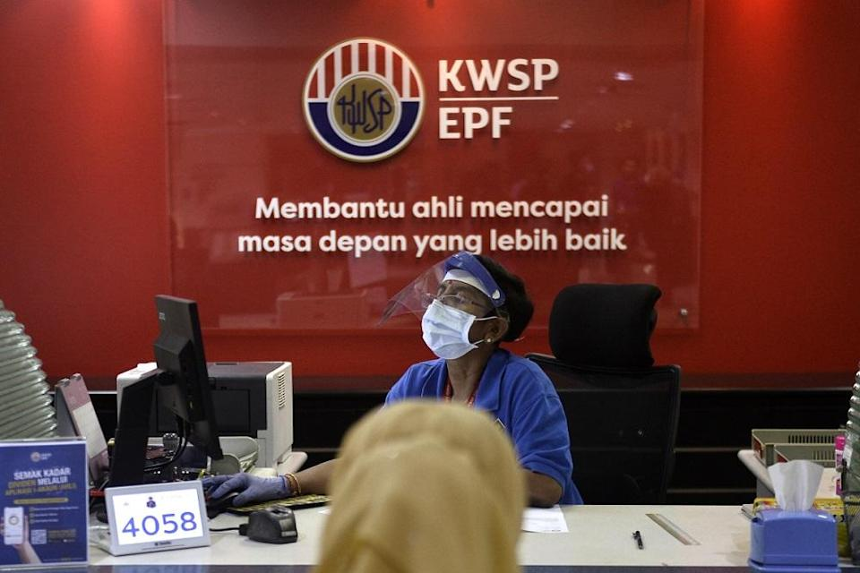 Under Budget 2021, the Perikatan Nasional administration will let retrenched workers withdraw a maximum of RM500 monthly from their EPF Account 1 for a total of 12 months starting January next year. — Picture by Miera Zulyana