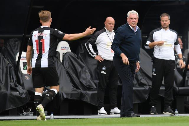 Steve Bruce, second right, and Matt Ritchie, left, had a training ground dispute earlier this week (PA)