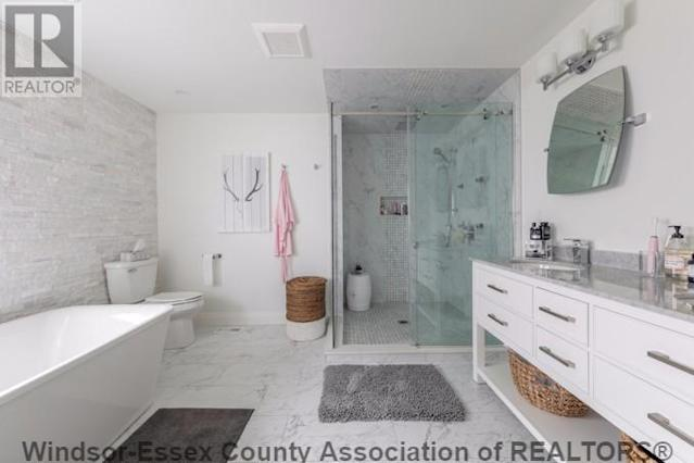 <p><span>154 Cove Dr., Windsor, Ont.</span><br> Here's the spa-like master bathroom. There are three-and-a-half bathrooms in the home.<br> (Photo: Zoocasa) </p>