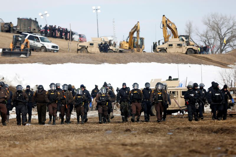 Energy Transfer digs in on North Dakota pipeline expansion despite oil slump - sources