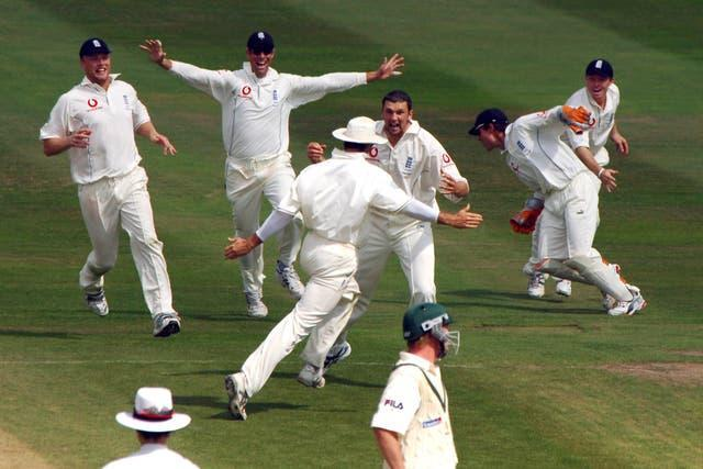 England celebrate their last-gasp victory