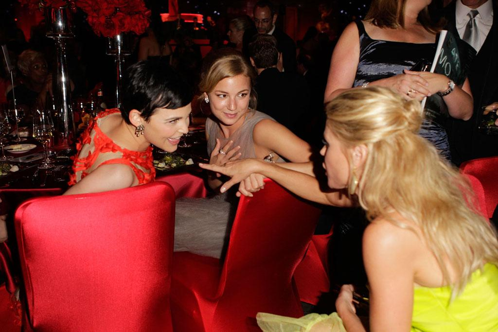 "Ginnifer Goodwin (""Once Upon a Time""), Emily VanCamp (""Revenge"") and Outstanding Supporting Actress in a Comedy Series winner Julie Bowen (""Modern Family"") got their gossip on at the Governors Ball."