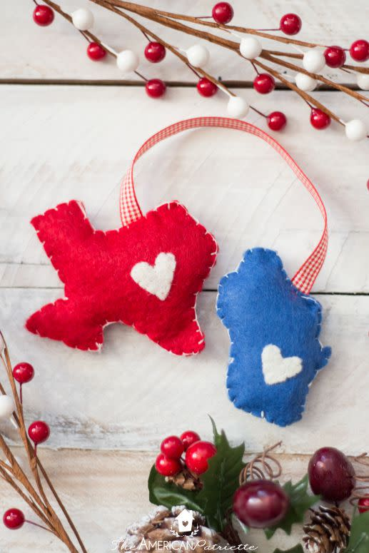 """<p>Show off your state pride with this adorable combo. Create yours to showcase the area where you were born and where you live now, or the regions where you and your partner hail from. </p><p><strong>Get the tutorial at <a rel=""""nofollow"""" href=""""https://theamericanpatriette.com/diy-home-state-felt-christmas-ornament/"""">The American Patriette</a>.</strong></p><p><strong><a rel=""""nofollow"""" href=""""https://www.amazon.com/flic-flac-30cmx20cm-Assorted-Nonwoven-Patchwork/dp/B01IQMOO3M/"""">SHOP FELT</a><br></strong></p>"""