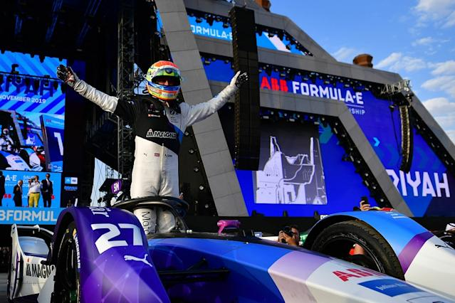 Sims lands first FE victory in wild second race