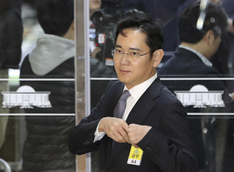 Samsung heir named suspect in South Korean political scandal