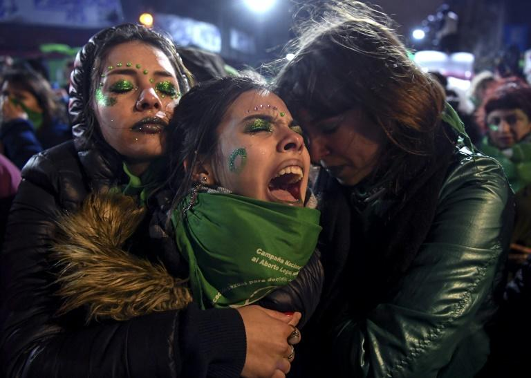 Activists in favor of abortion rights comfort each other outside the National Congress in Buenos Aires after senators rejected the bill to legalize the abortion in 2018 (AFP Photo/EITAN ABRAMOVICH)