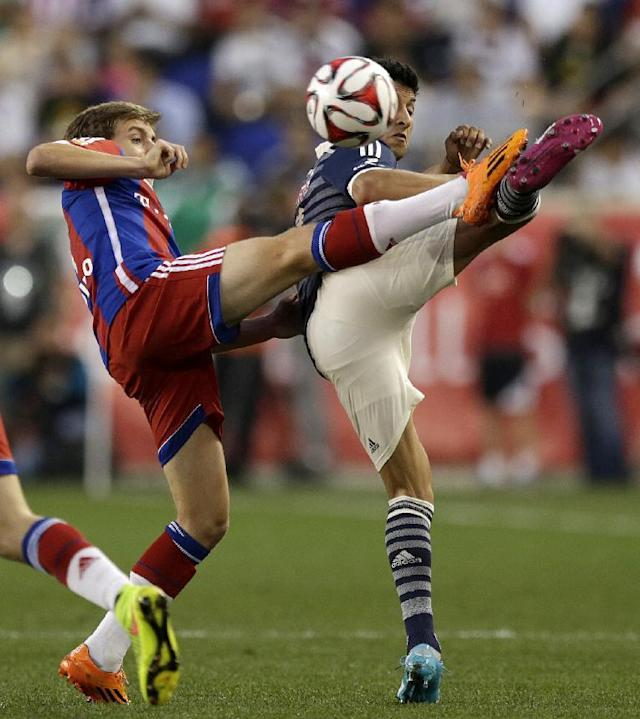 Bayern Munich's Gianluca Gaudin, left, and Chivas Angel Reyna compete for the ball during the first half of an international friendly soccer match at Red Bull Arena, Thursday, July 31, 2014, in Harrison, N.J. (AP Photo/Julio Cortez)