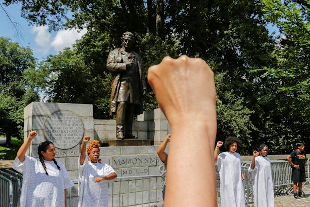 <p>People take part in protest against white supremacy in front of J. Marion Sims statue at the upper east side in New York, Aug. 19, 2017. (Photo: Eduardo Munoz/Reuters) </p>