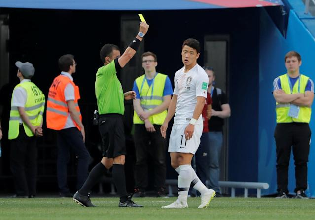 Soccer Football - World Cup - Group F - Sweden vs South Korea - Nizhny Novgorod Stadium, Nizhny Novgorod, Russia - June 18, 2018 South Korea's Hwang Hee-chan is shown a yellow card by referee Joel Aguilar REUTERS/Carlos Barria