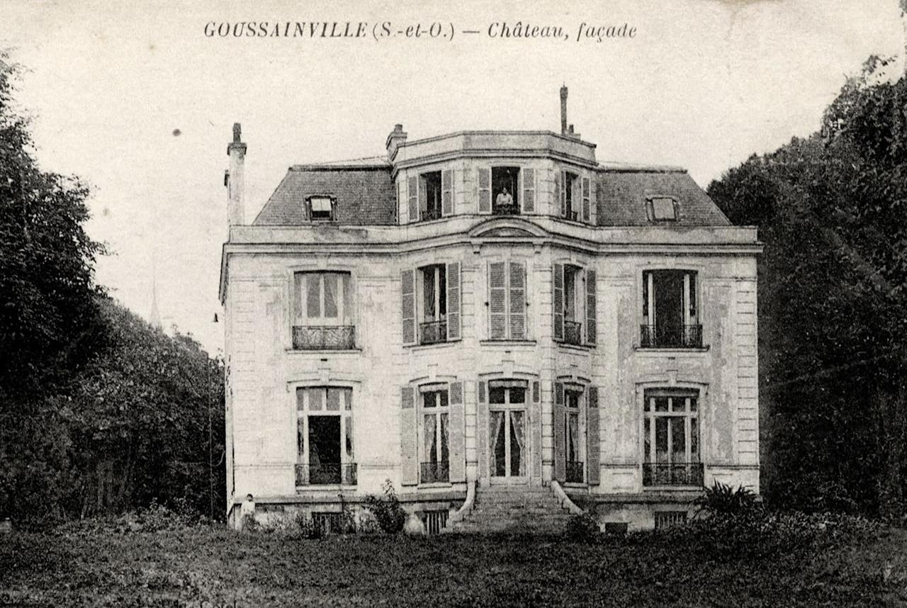 A vintage postcard printed around 1910 shows a 19th century manor of Goussainville-Vieux Pays, 20 kms (12 miles) northern Paris. In 1972 the farming village of 144 homes found itself under the direct flight path of Roissy's Charles de Gaulle Airport when it opened. Residents started to abandon their homes, unable to endure the constant noise of the passenger planes flying overhead. Nowadays, only few families remain living in what has become almost a ghost village. REUTERS/Collection Charles Platiau (FRANCE - Tags: SOCIETY) FOR EDITORIAL USE ONLY. NOT FOR SALE FOR MARKETING OR ADVERTISING CAMPAIGNS