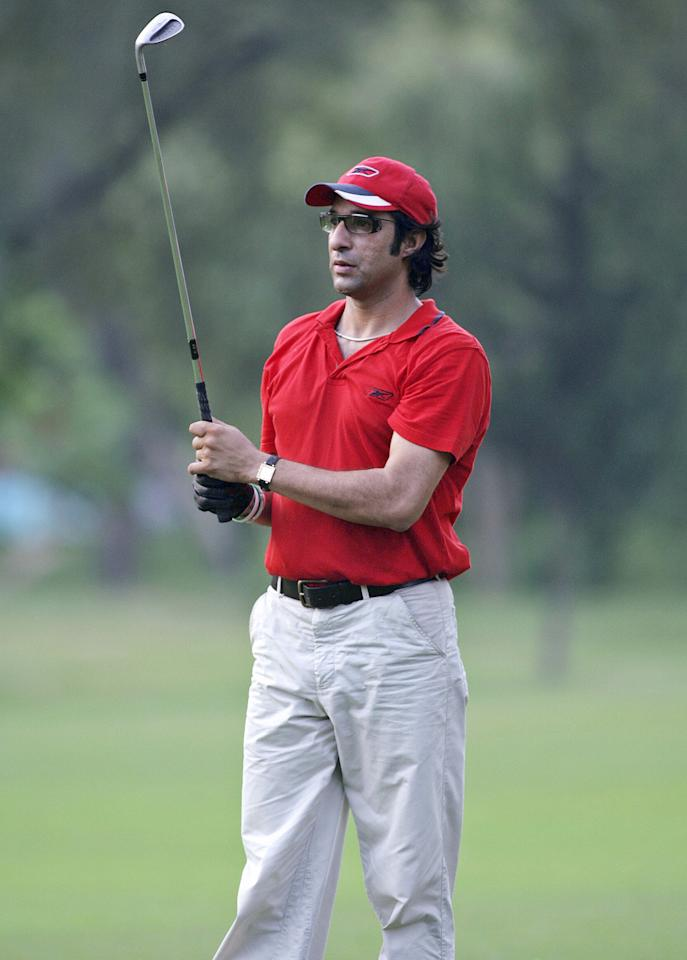 Islamabad, PAKISTAN:  In this picture taken 19 September 2006, former Pakistani cricketer Wasim Akram watches his ball during a golf game in Islamabad.  Akram said Australian umpire Darrell Hair should also be penalised if Pakistan captain Inzamam-ul-Haq is banned for his role in the Oval Test fiasco. Inzamam is due to face an International Cricket Council (ICC) code of conduct hearing in London on September 27 and 28 and faces a possible ban on charges of ball tampering and bringing the game into disrepute.                  AFP PHOTO/Farooq NAEEM  (Photo credit should read FAROOQ NAEEM/AFP/Getty Images)