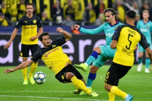 Hummels (L) helped Dortmund keep a clean sheet in their 0-0 draw with Barcelona on Tuesday