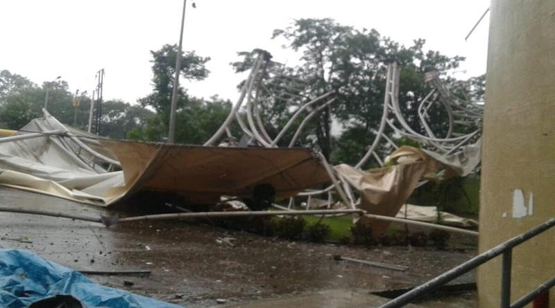 Mumbai Rains: Heavy Winds Wreak Portion of DY Patil Stadium, Sway Lights of Wankhede, Bring Down Cladding of Jaslok Hospital (Watch Pics and Videos)