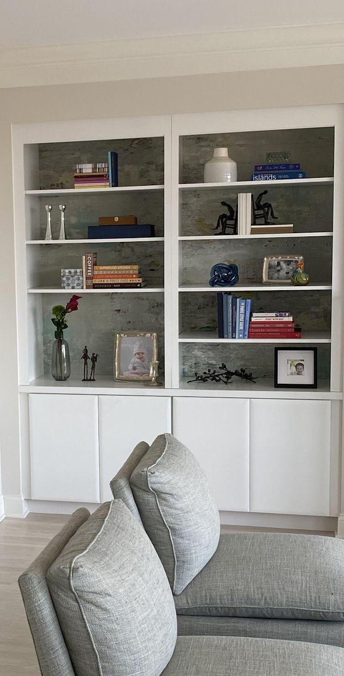 "<p>Kartheiser recommends creating a bold backdrop by painting the area or lining it with color that coordinates with the other rooms. She also offers a DIY tip: Cut out foam board, cover it with fabric, and press it to the back of each shelf for a faux wallpaper look.</p><p><a class=""link rapid-noclick-resp"" href=""https://go.redirectingat.com?id=74968X1596630&url=https%3A%2F%2Fwww.wayfair.com%2Fdecor-pillows%2Fsb0%2Fpeel-stick-wallpaper-c1869004.html&sref=https%3A%2F%2Fwww.oprahmag.com%2Flife%2Fg35578167%2Fhow-to-organize-bookshelves%2F"" rel=""nofollow noopener"" target=""_blank"" data-ylk=""slk:Shop Removable Wallpaper"">Shop Removable Wallpaper</a></p>"