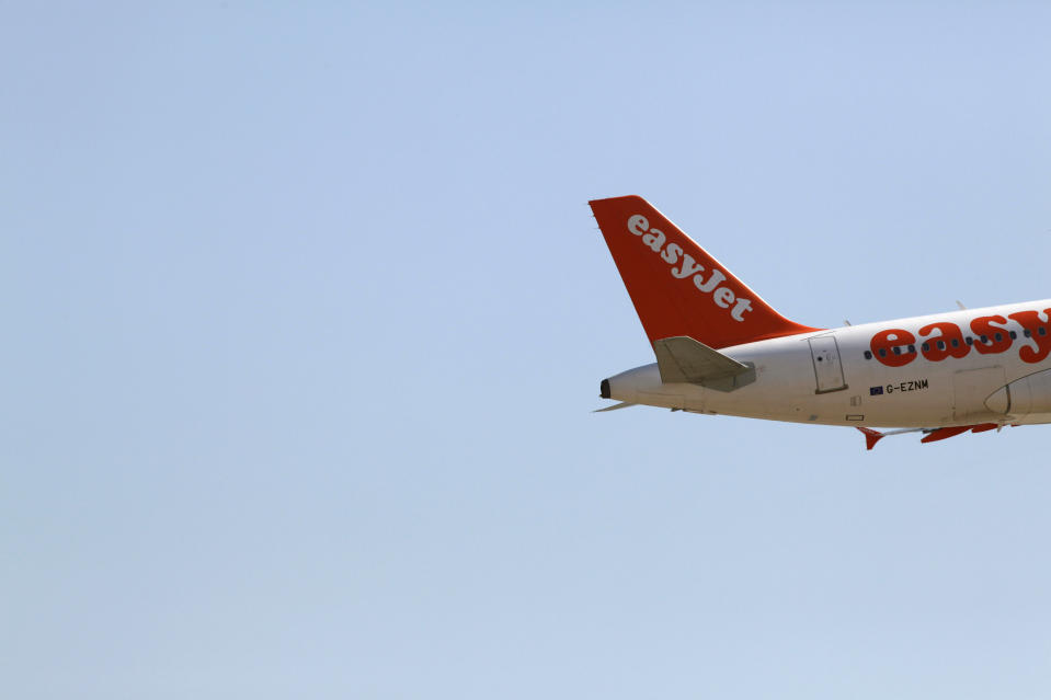An EasyJet aircraft takes off from Pablo Ruiz Picasso Airport in Malaga, southern Spain, August 29, 2009. Some Easyjet maintenance staff went on a 24-hour strike on Saturday to demand better job conditions, even though overall minimum service was guaranteed. REUTERS/Jon Nazca (SPAIN TRANSPORT BUSINESS EMPLOYMENT)