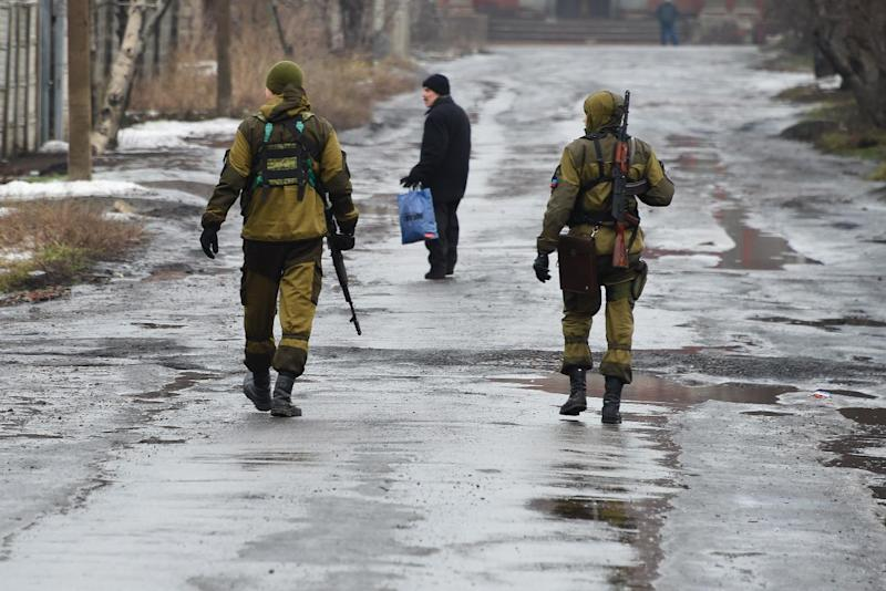 Pro-Russian fighters patrol in streets of Makiivka, in the suburbs of the eastern Ukrainian city of Donetsk which is controlled by pro-Russian rebels, on February 1, 2015 (AFP Photo/Dominique Faget)