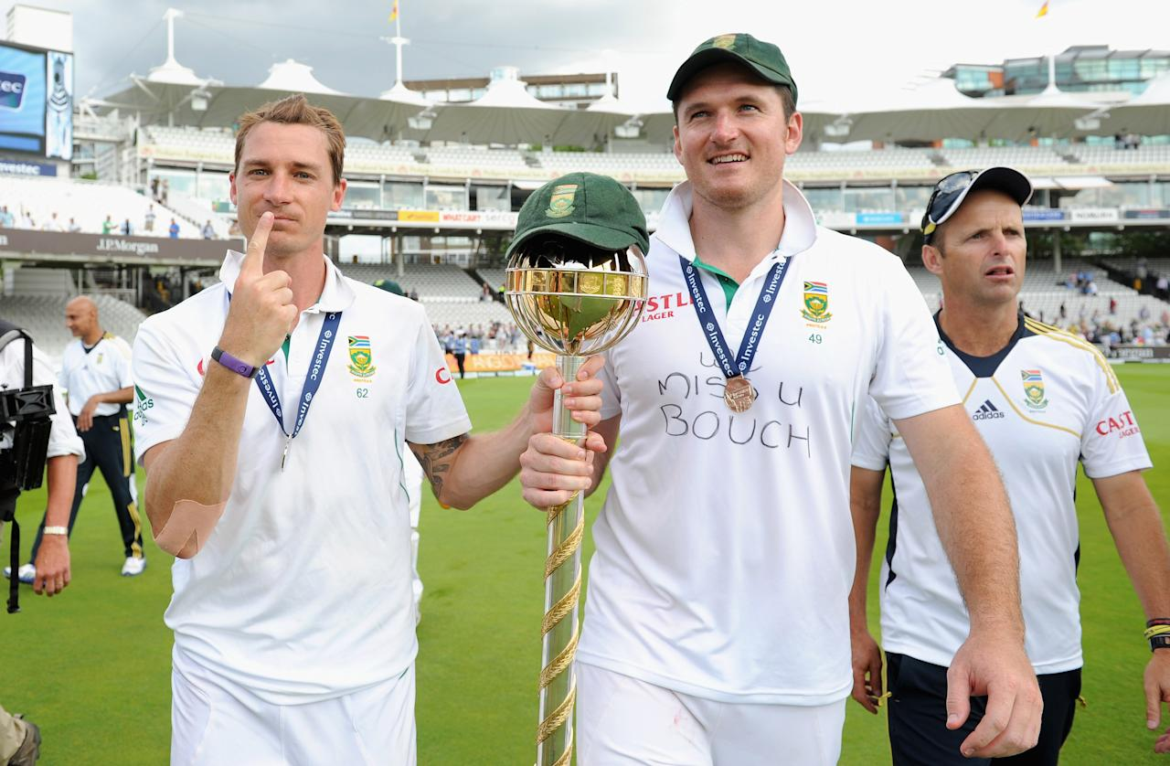 LONDON, ENGLAND - AUGUST 20:  South Africa captain Graeme Smith and Dale Steyn celebrate with the ICC World Test mace after winning the 3rd Investec Test match between England and South Africa at Lord's Cricket Ground on August 20, 2012 in London, England.  (Photo by Gareth Copley/Getty Images)
