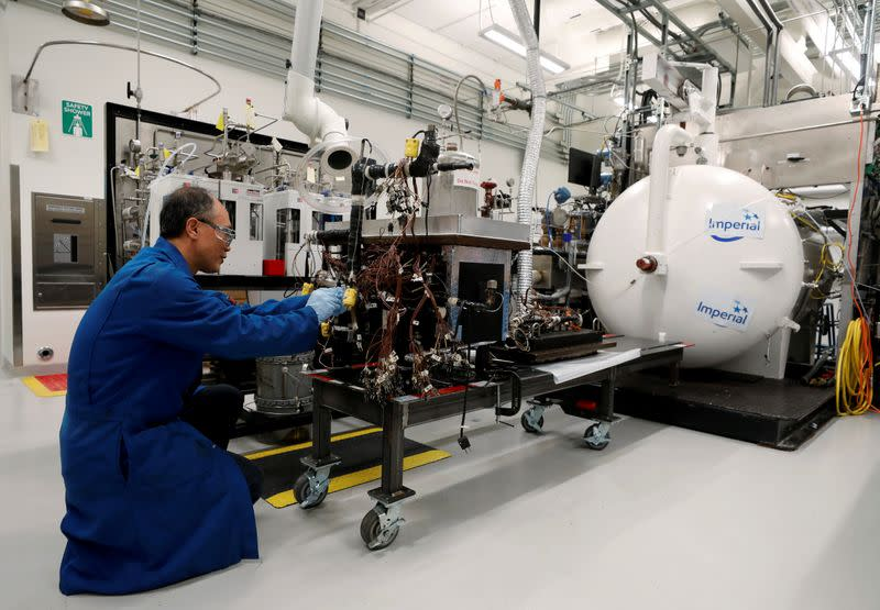 FILE PHOTO: Experiment to get bitumen out of oil sands at the Imperial Oil research lab in Calgary