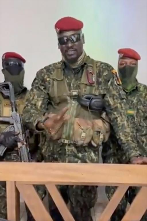 A screengrab taken from footage sent to AFP by a military source shows junta leader Mamady Doumbouya delivering a speech after President Alpha Conde had been seized (AFP/-)