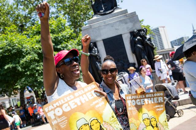 <p>Protesters rally against US President Donald Trump's immigrant family separation policies in Philadelphia, Pa., June 30, 2018. (Photo: Dominick Reuter/AFP/Getty Images) </p>
