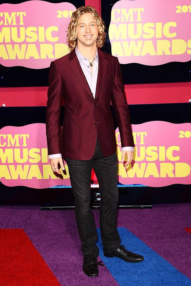 "Former ""American Idol"" contestant Casey James hit the red carpet in a colorful jacket and jeans, plus his signature long locks and soul patch. <br>"