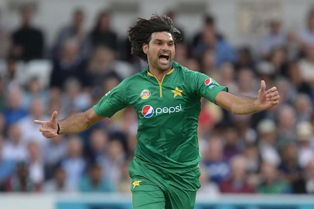 Pakistan's Mohammad Irfan celebrates during play in the fourth one-day international (ODI) cricket match against England September 1, 2016 (AFP Photo/OLI SCARFF)