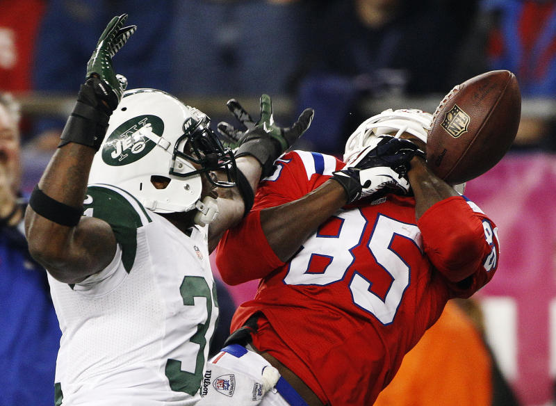 New England Patriots wide receiver Brandon Lloyd (85) cannot catch a pass in front of New York Jets cornerback Antonio Cromartie (31) in the fourth quarter of an NFL football game in Foxborough, Mass., Sunday, Oct. 21, 2012. (AP Photo/Stephan Savoia)