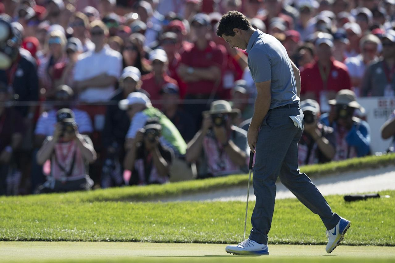 Rory McIlroy of Northern Ireland walks off the 17th green after missing his putt while playing his Sunday singles match during the 41st Ryder Cup at Hazeltine National Golf Course in Chaska, Minnesota, October 2, 2016. (AFP Photo/JIM WATSON)