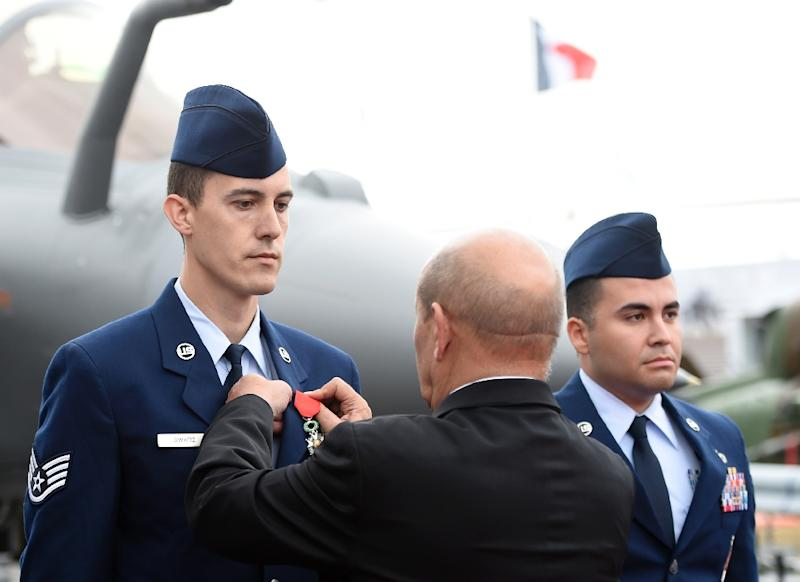 US staff sergeant Greggory Swarz (left) receives the Legion d'Honneur medal from French Defence Minister Jean-Yves Le Drian on June 15, 2015 during the International Paris Airshow