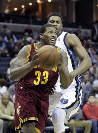 Cleveland Cavaliers' Alonzo Gee (33) goes to the basket around Memphis Grizzlies' Rudy Gay during the first half of an NBA basketball game in Memphis, Tenn, Monday, Nov. 26, 2012. (AP Photo/Danny Johnston)