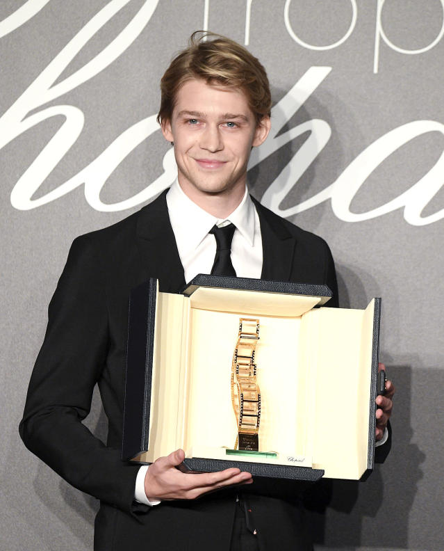 <span>Joe Alwyn poses with his Chopard Trophy at the 71st annual Cannes Film Festival on May 14, 2018, in Cannes, France.</span> (Photo: Venturelli/WireImage)