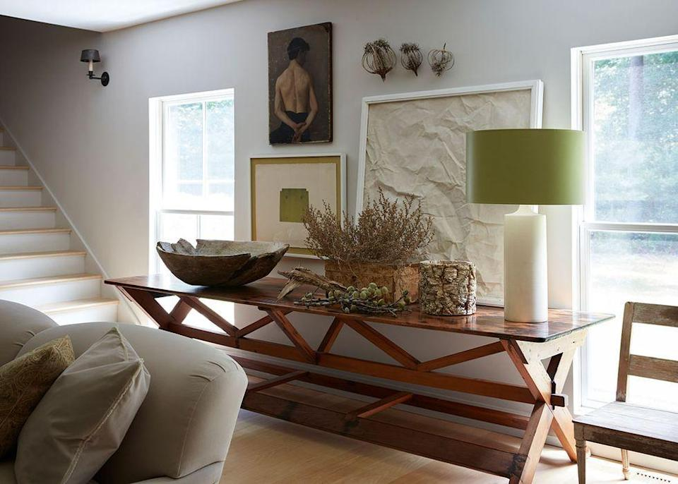 """<p>Dry plants are having a moment, and they're the perfect fall centerpiece, as seen in this <a href=""""https://www.elledecor.com/design-decorate/house-interiors/a35483499/sharone-einhorn-house-east-hampton/"""" rel=""""nofollow noopener"""" target=""""_blank"""" data-ylk=""""slk:eco-friendly East Hampton, New York, home"""" class=""""link rapid-noclick-resp"""">eco-friendly East Hampton, New York, home</a>. </p>"""